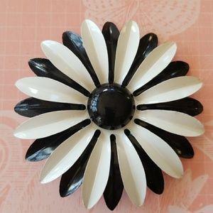 Vintage Large Enamel 🌼Daisy🌼Brooch Pin